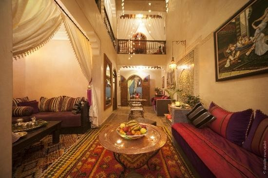 http://media-cdn.tripadvisor.com/media/photo-s/05/74/dd/46/riad-bab-tilila.jpg
